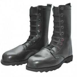Bota en cuero, color negro, tipo militar, producto nacional.