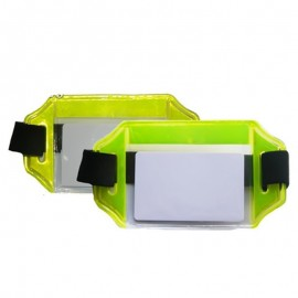 Brazalete portacarnet reflectivo, horizontal verde, Producto nacional.